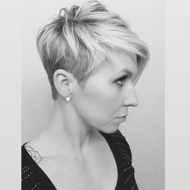 1000 images about short and sassy hair on pinterest jamie lee curtis pixie hairstyles and diana - Coupe undercut femme ...