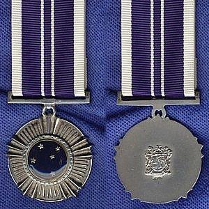 Southern Cross Medal (1975).jpg