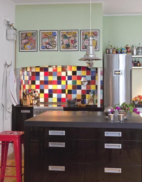 Rectangular and square-shaped, ceramic, stone, metal and glass wall tiles are popular and modern tile designs for kitchen walls. Rectangular and square-shaped wall tiles allow to create fabulous backsplash ideas and experiment with various textures, wall decoration patterns and colors. Lushome share