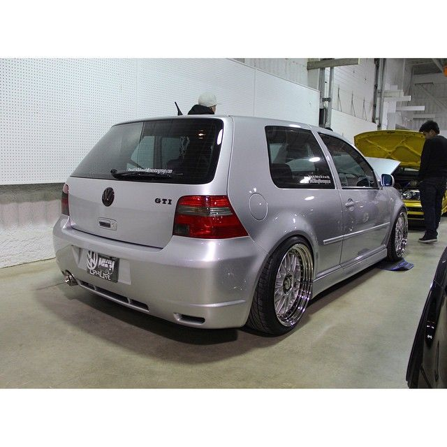 Lowered Mk4 R32: #volkswagen #mk4 #gti #euro #low #slammed #vdub #golf4