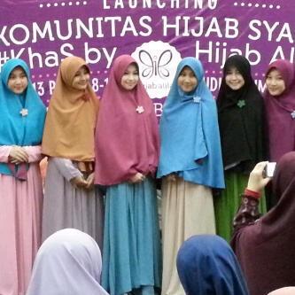 True Hijab | Syar'i | (´⌣`ʃƪ) Cantik-cantik banget Syar'i ngga ribet, by @HijabAlila