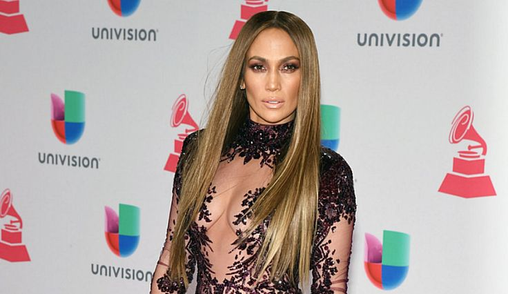 Jennifer Lopez Fuels Drake Dating Rumors, As She Cancels New Year's Eve Concert