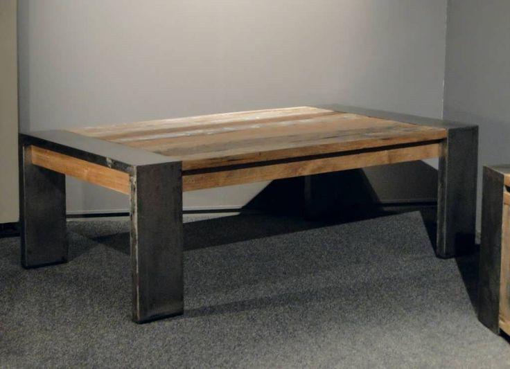 het metalen plintje dat in het tafelblad is verwerkt