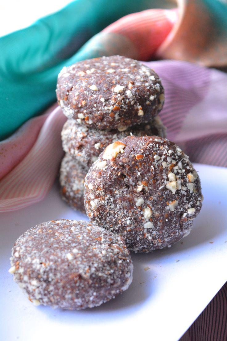 Raw Vegan Cookies-5 ingredients-super chocolaty from Yes, I am Vegan
