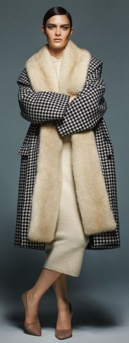 Max Mara Fall/Winter 2015-2016 black and white houndstooth cost with fur lapel