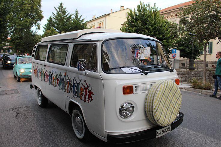 Ieri, 16 agosto, anche un Volkswagen T in corteo.
