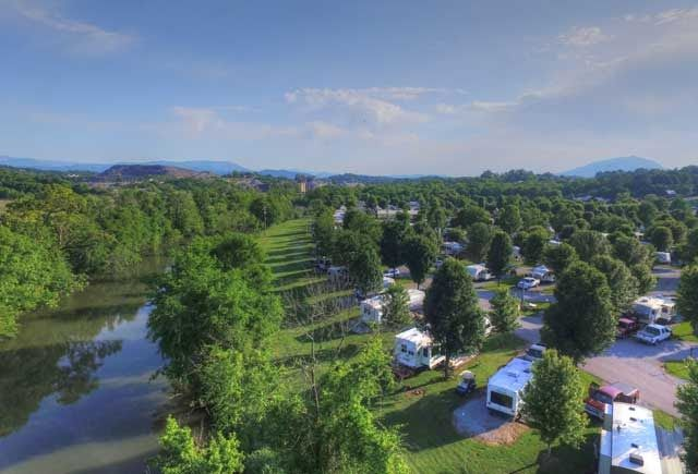 Spring Camping In 2020 Spring Camping Smoky Mountains Vacation Luxury Rv Resorts