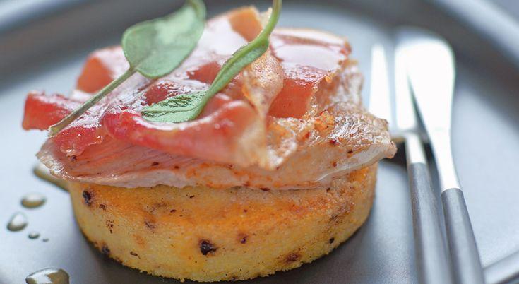 Recette de polenta grillée aux olives noires, jambon cru