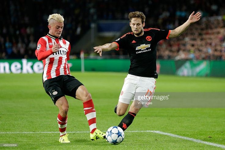 Maxime Lestienne of PSV Eindhoven, Daley Blind of Manchester United during the UEFA Champions League group B match