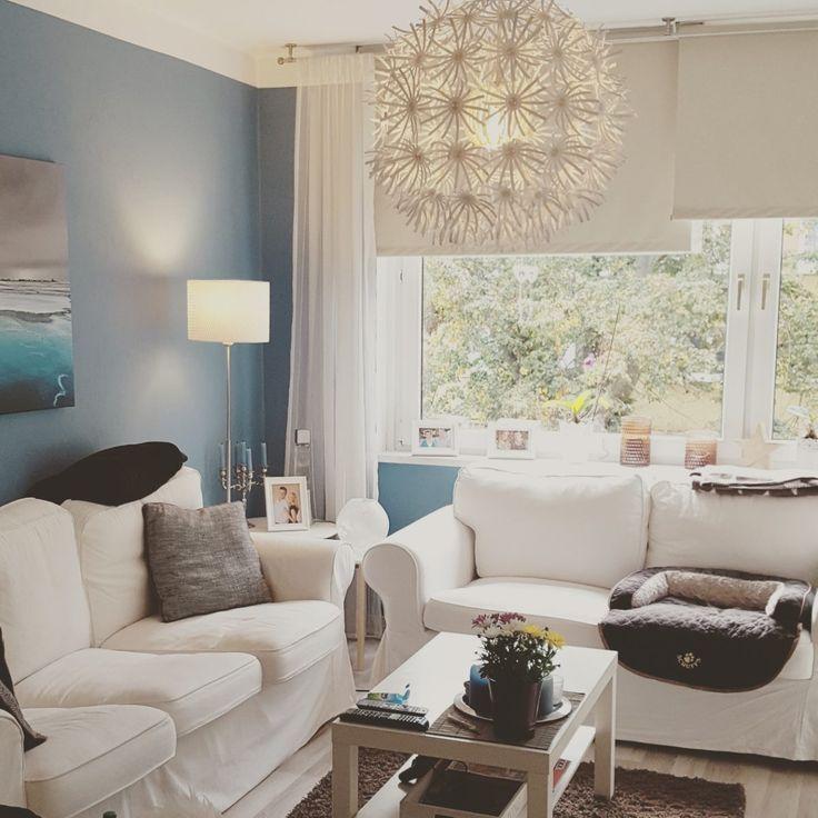 INTERIOR / WOHNEN: Karibik blaues Wohnzimmer mit IKEA Möbeln (Ektorp, Maskros und Lack), Spiegel von Mömax