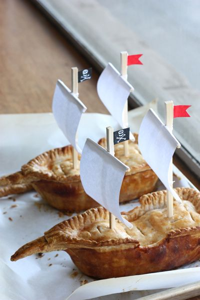 yumm... pirate ship apple pies... how cool would this be with pot pies for a themed party?