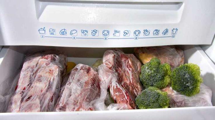 Legen Sie Ihre Lebensmittel wieder in den Gefrierschrank- aber erst, wenn dieser seine normale Temperatur erreicht hat.