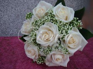 Pro svatbu v kostele Sv. Klimenta v Klimentské ulici v Praze jsme uvázali kytice pro nevěstu, svědkyni a družiček a také korsáže pro ženicha a svědka