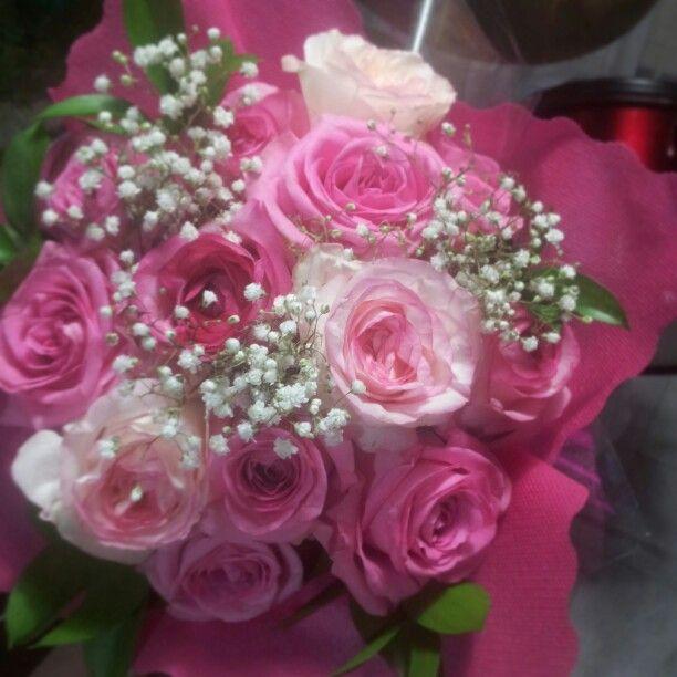 Pink roses handbouquet