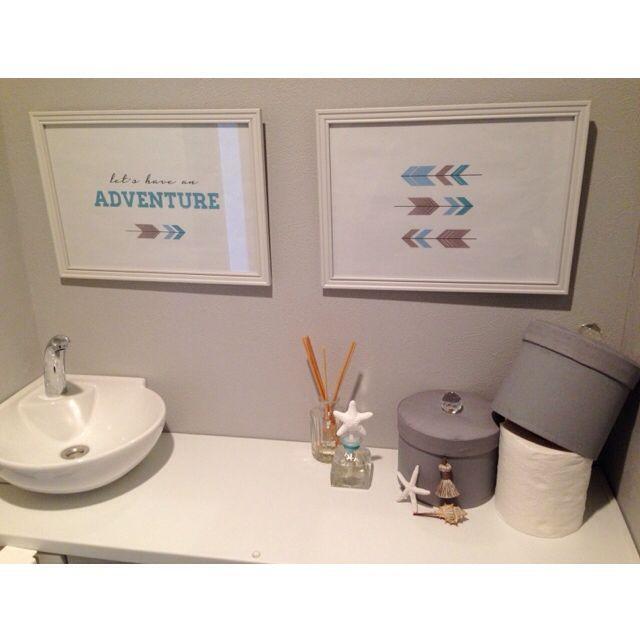 トイレットペーパーをダイソーの丸型ボックスをリメイクした物で隠しています。sasorikoさんの、バス/トイレ,ダイソー,トイレ,ポスター,マンション,シェル,ダイソーリメイク,toto,スターフィッシュ,ZODAX,タンクレス,グレーの壁,アロー,マンションリノベーション,グレー×白,タンク収納型トイレ,のお部屋写真