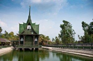 Wat Lan Kuad: De boeddhistische tempel van een miljoen bierflesjes - Sisaket, Thailand