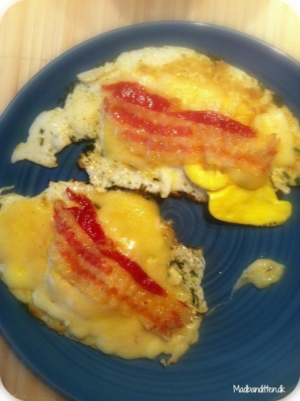 Fried eggs with cheese and pancetta