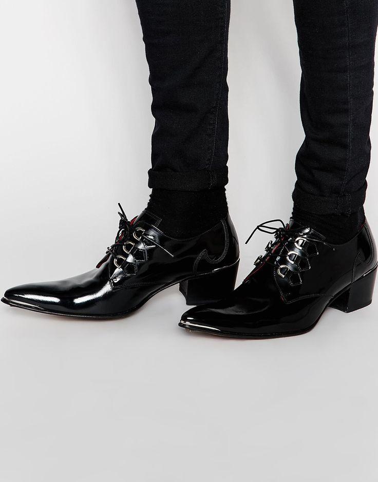 Schuhe von Jeffery West glänzendes Lackleder Schnürung vorne D-Ring-Ösen spitze Zehenpartie Sohle mit geprägtem Logo mit geeignetem Pflegemittel behandeln Obermaterial aus 100% echtem Leder