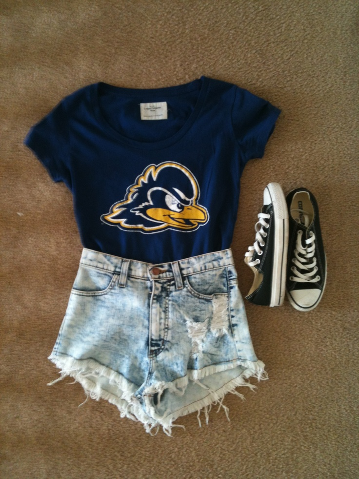 """Outfit for """"senior college t-shirt day"""" - chucks, high waisted shorts, university of Delaware blue hens (:"""