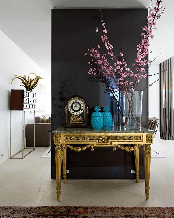 Trending: Black Accents Walls + 3 More 2018 Color Trends on MotleyDecor.com