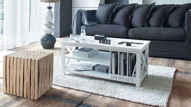 10 jolies tables d'appoint pour un style bord de mer // http://www.deco.fr/diaporama/photo-10-jolies-petites-tables-d-appoint-pour-le-salon-39584/bout-de-canape-bord-de-mer-592090/#slideshow_trans