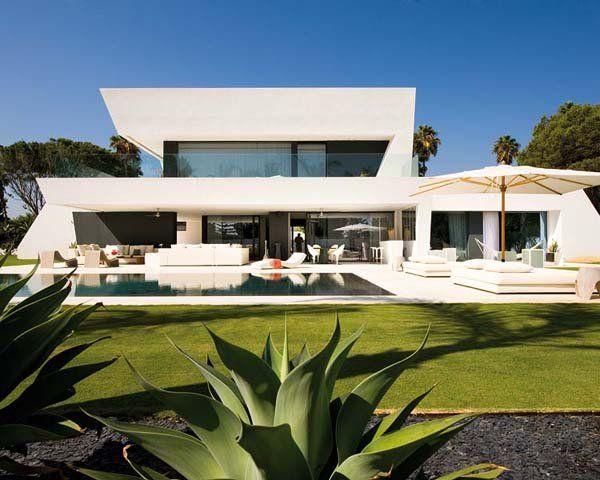 The 25+ best Ultra modern homes ideas on Pinterest | Modern houses ...