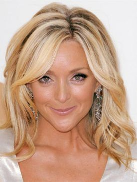 Jane-Krakowski-medium-wavy-cut-hairstyle