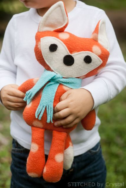 Free Stuffed Fox Pattern: https://docs.google.com/file/d/0B8wr7KhtrVorNmlnVTUtTlk2emc/edit