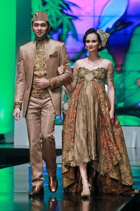 Anne Avantie couple1 -BATIK INDONESIA