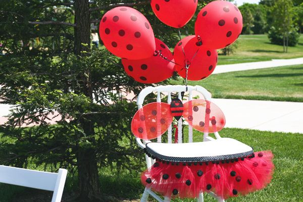 Add #burtonandburton red balloons with black polka dots (#11355) to make a birthday chair extra special! #balloons #ladybugs