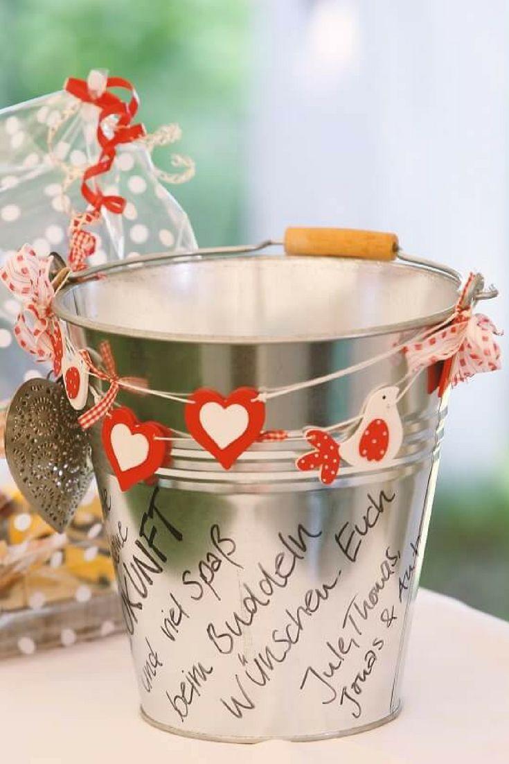 Gastgeschenke, Geldgeschenke, Geschenke zur Hochzeit ist sowohl für die Gäste als auch für das Brautpaar wichtig. Man will nämlich mit süßen kleinen Geschenken ein Lächeln auf die Gesichter von Familie und Freunden zaubern.