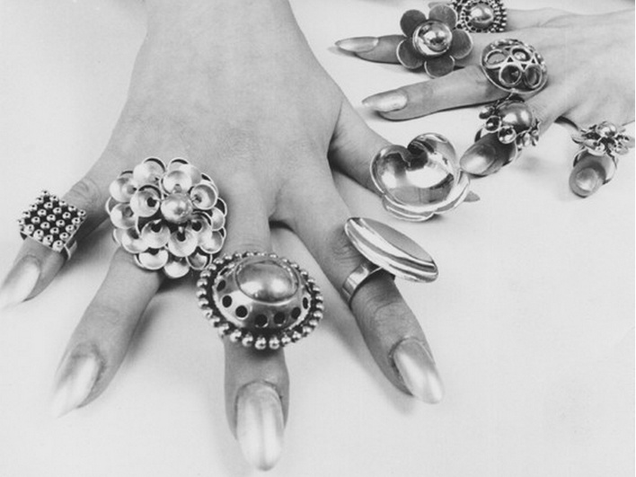 Silver has played an important role in Aarikka's jewellery production in 1960's.