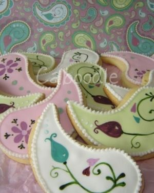 Paisley pattern cookies ~ so pretty they wouldn't even have to taste good!