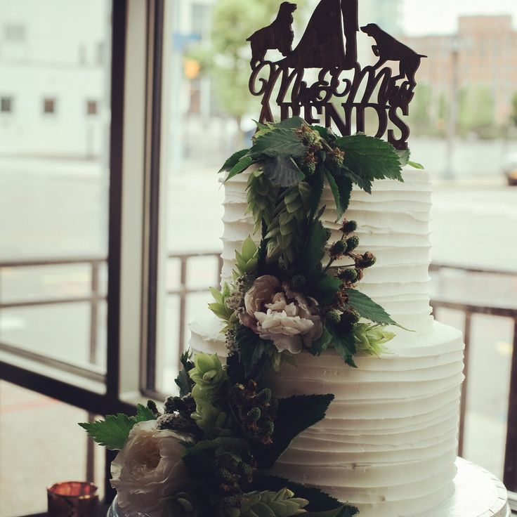 Simple wedding cake with fresh flowers and hops #wedding #weddingcake #brewerywedding #freshhops