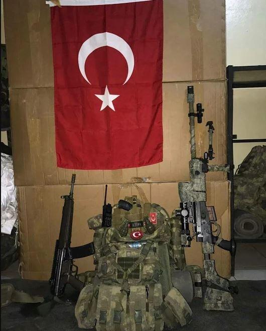 Şu kopan fırtına Türk ordusudur yâ Rabbi. Senin uğrunda ölen ordu,budur yâ Rabbi. Tâ ki yükselsin ezanlarla müeyyed nâmın,Galib et,çünkü bu son ordusudur İslâm'ın.