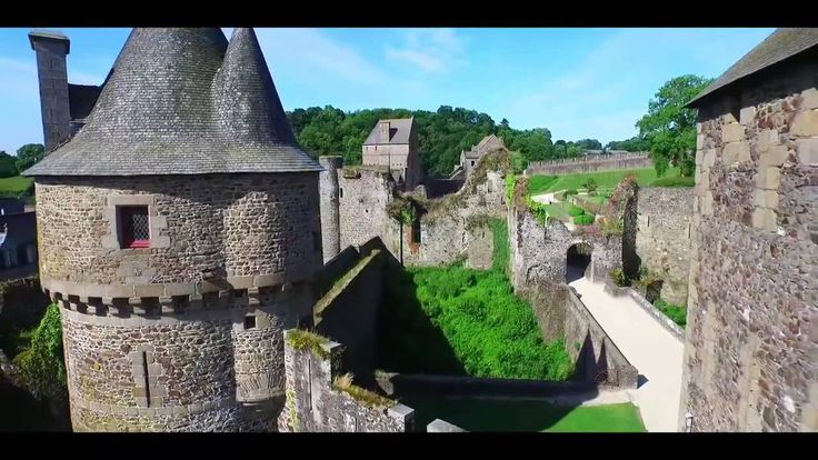 Chateau Fougeres. This magnificent castle was once of the many defenses that Bretagne had built on its border to control French intrusions on what is usually called the Brittany Marches ( http://www.nhu.bzh/ the-stairs-of-bre ... . France had to turn his own defense line. Images Freeway Drone