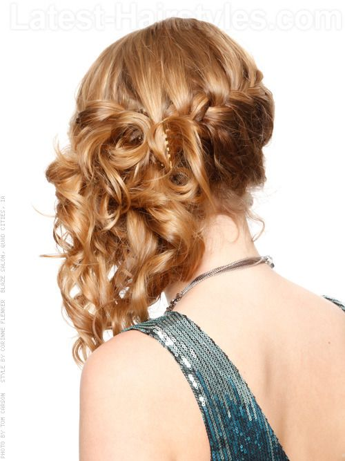 Quinceanera Hairstyles On The Side : Half up half down hairstyle for a quinceanera with natural makeup