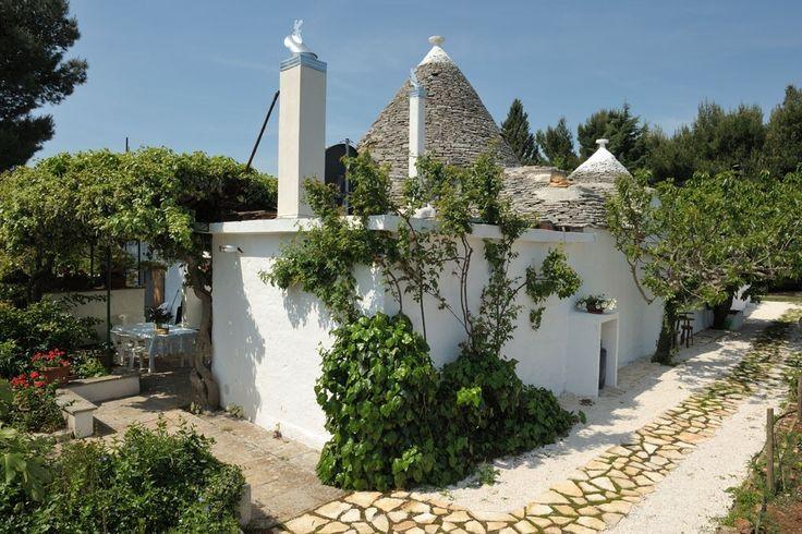 Trullo Papavero (Poppy), Alberobello: Holiday villa for rent from £1755 per week. Read 5 reviews, view 24 photos, book online with traveller protection with the manager.