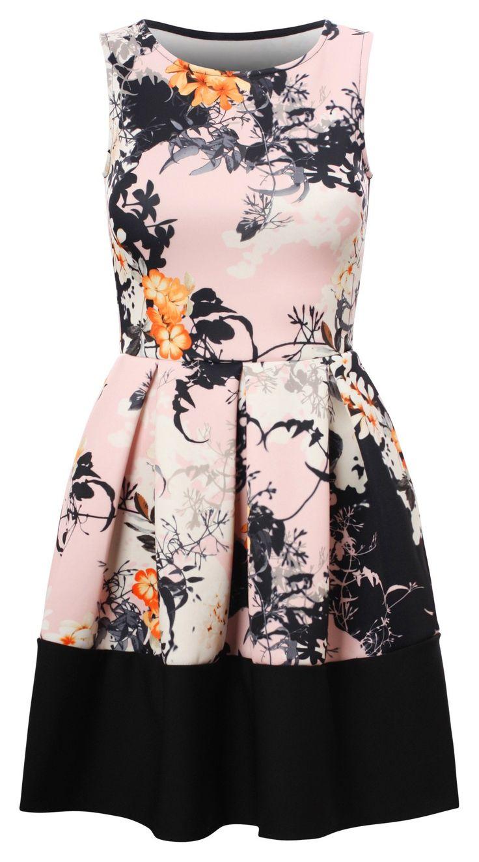 Kobieca sukienka pudrowy róż rozkloszowana w kwiaty