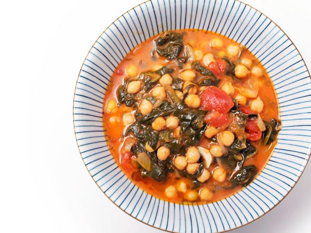 Vegan: Garbanzos con Espinacas y Jengibre (Spanish Chickpea and Spinach Stew with Ginger) | Serious Eats : Recipes This sounds amazing. Ginger is delicious and has great health benefits, too.
