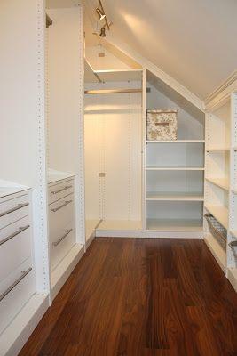 Et stort ønske fra min side når vi planla husbygging var å lage en åpen og oversiktlig garderobeløsning på hovedsoverommet, et walk-in close...