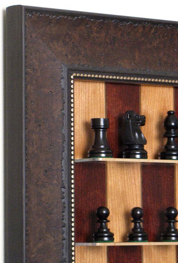 Rojo cereza recta encima de tablero de ajedrez con nuez Scoop