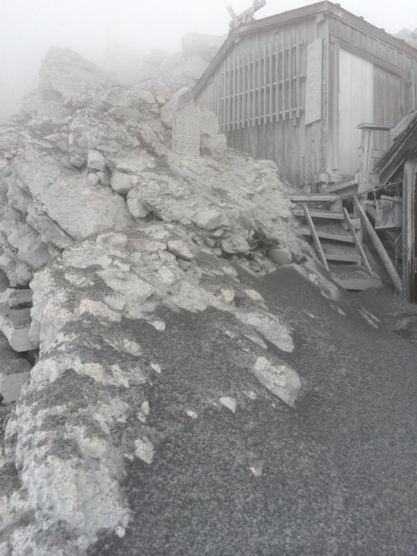 Ontake Volcano Ashfall https://twitter.com/avel_yasuda/status/515712342147866624