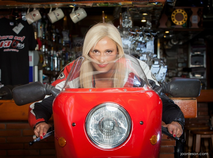 Mujeres+Motos+Fotos=demasiado para Joan?? Uno de mis mejores reportajes
