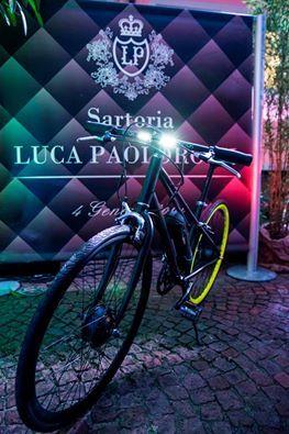 e-bike Little Italy Motorini Elettrici Zanini brandizzata Napkin alla serata presso la Sartoria Luca Paolorossi! #madeinitaly #clip  - design Sergio Mori #solocosebelle (foto di Federica Navarria Fotografia)