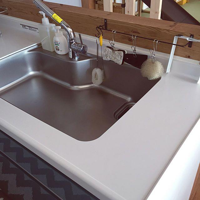コンパクトで水はけ良し 清潔な水回りを保つスポンジ収納 流し台 収納 キッチンアイデア セリア アイアンバー