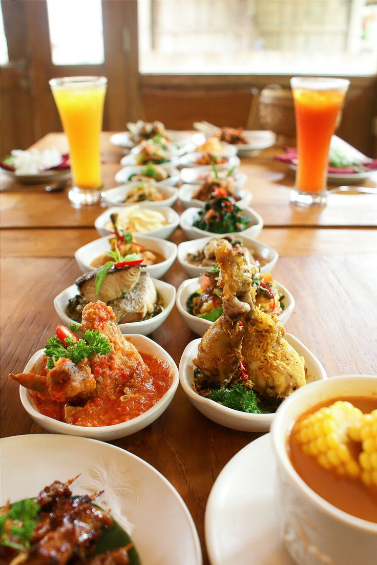 Traditional Indonesian Rijsttafel. Photo by Hedwig Studio.