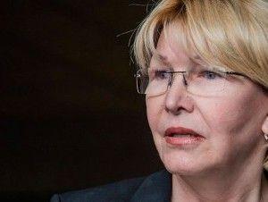 Tribunal prohíbe salir de Venezuela a fiscal general y le congela cuentas bancarias