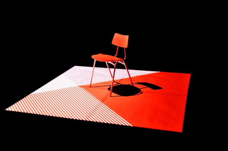 Lux In – Lux Helsinki Teemu Määttänen: Red Chair Red Chair (2006) -installaatiossa tyhjä tuoli täyttyy liikkeen, varjojen ja valojen muistoilla. Helsinkiläinen mediataiteilija Teemu Määttänen tutkii töissään animoidun kuvan ja tilan suhdetta. Määttäsen NOISESCAPE nähtiin vuoden 2014 Lux In -näyttelyssä. Parhaillaan Määttänen työskentelee interaktiivisten audiovisuaalisten soitinten parissa säveltäjä Ilkka Niemeläisen kanssa.