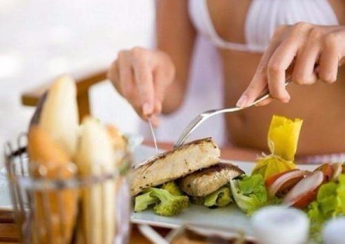 1. низкокалорийные продукты: Помидоры, огурцы, грибы, белая нежирная рыба, цитрусовые. 2. сытные продукты: Овсяные хлопья, макароны из твердых сортов пшеницы, фасоль, цельно зерновой хлеб, яблоки. 3. ...